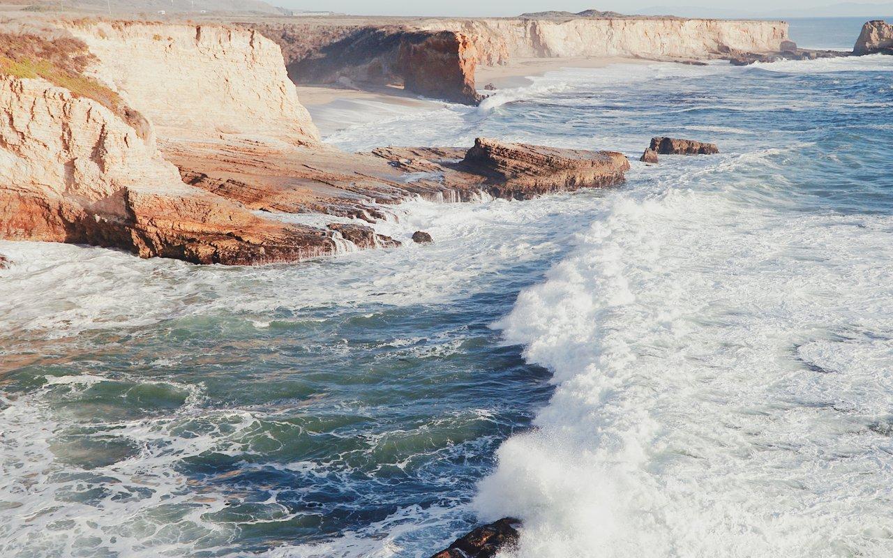 AWAYN IMAGE Shark Fin Cove|