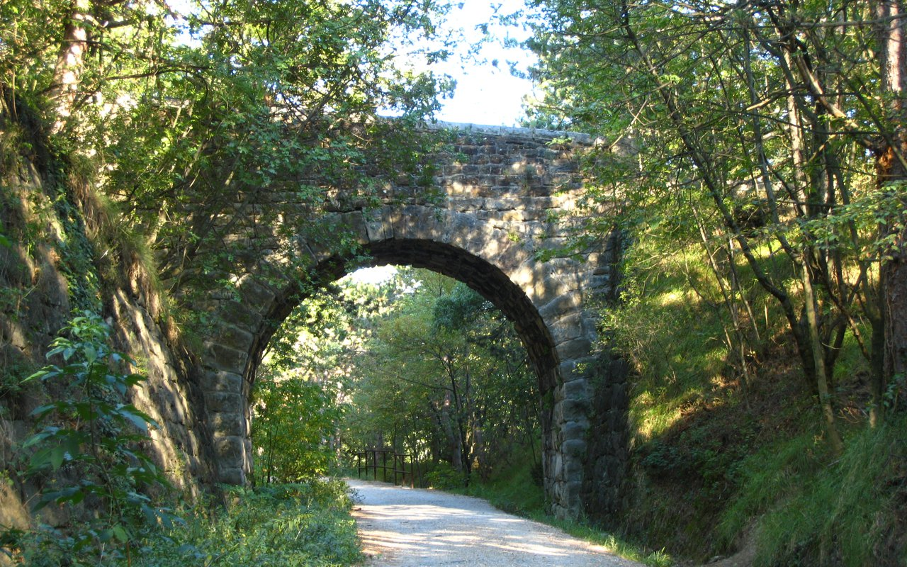 AWAYN IMAGE Val Rossandra Hike