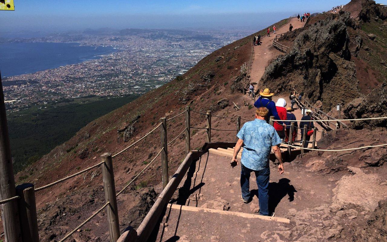 AWAYN IMAGE Climb to Mount Vesuvius