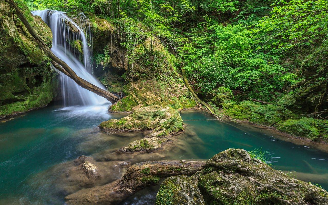 AWAYN IMAGE Vaioaga waterfall, Bei Eye Lake