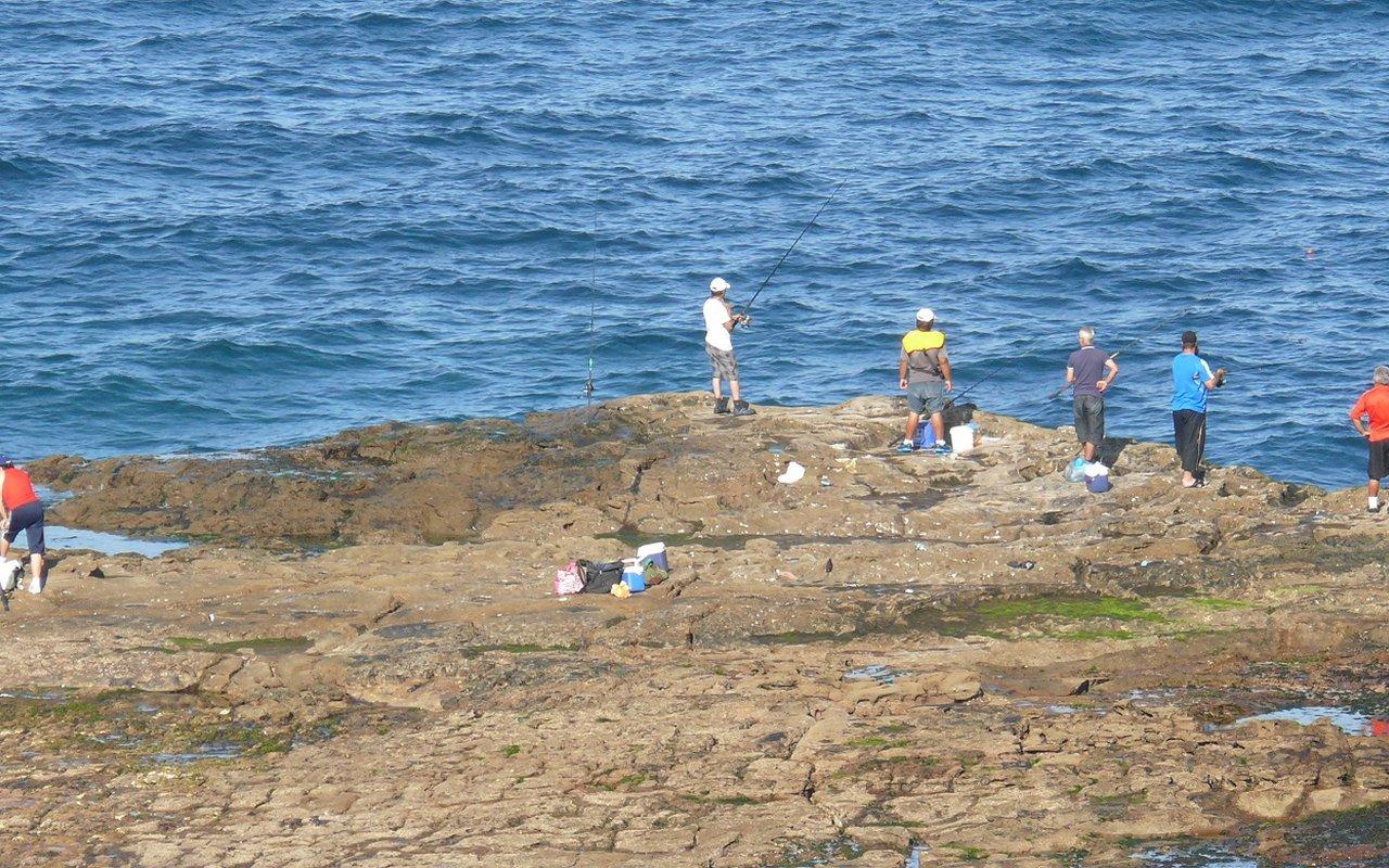 AWAYN IMAGE Coalcliff beach fishing