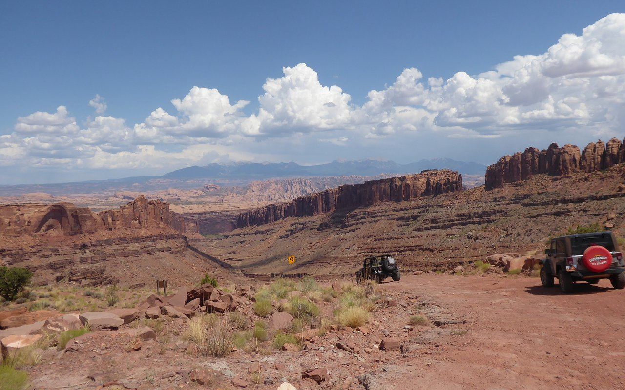 AWAYN IMAGE Mountain Biking in Moab