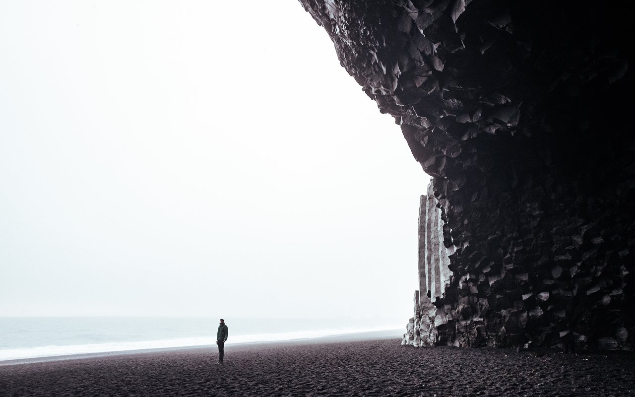 AWAYN IMAGE Walk in Reynisfjara Beach