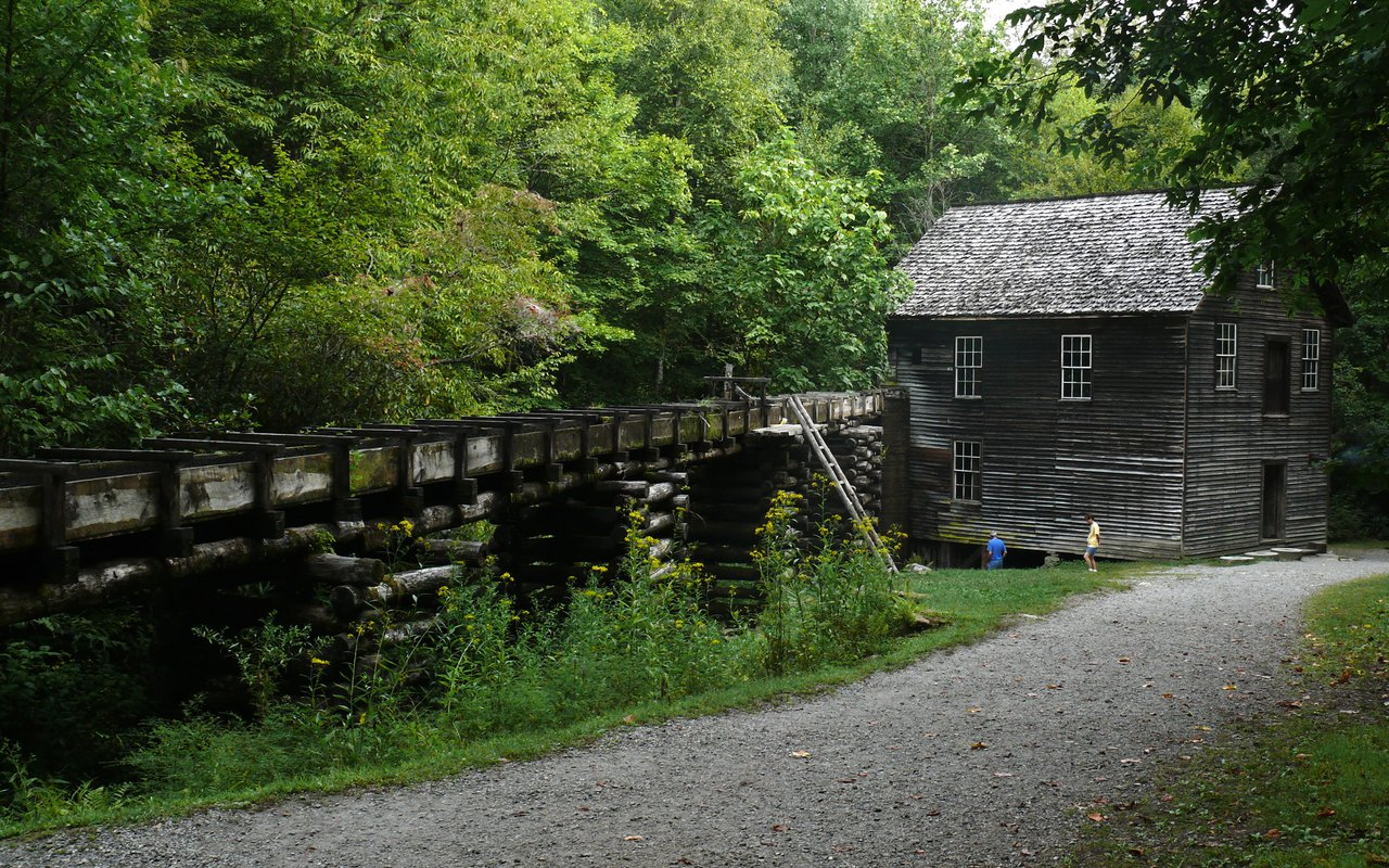 AWAYN IMAGE Explore the Mingus Mill in Great Smoky Mountains