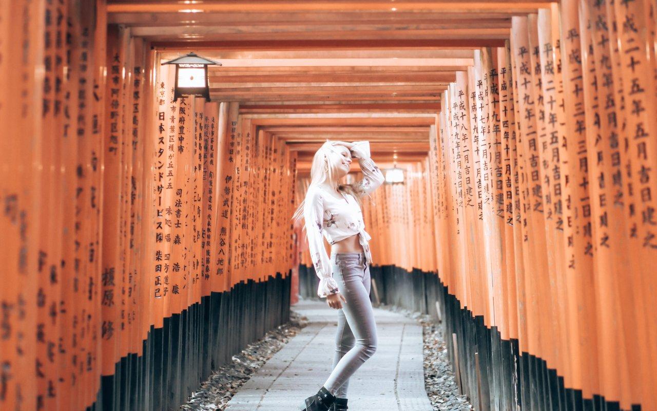 AWAYN IMAGE Walk to Mount Inari (Fushimi Inari)
