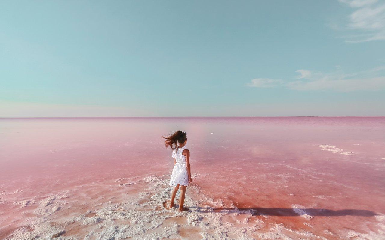 AWAYN IMAGE Lake Hillier - Australia's Pink Lake