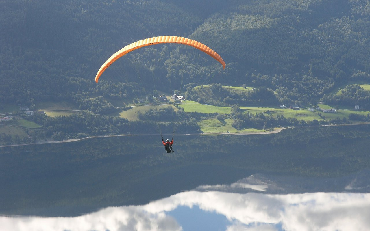 AWAYN IMAGE Paragliding in Voss Resort