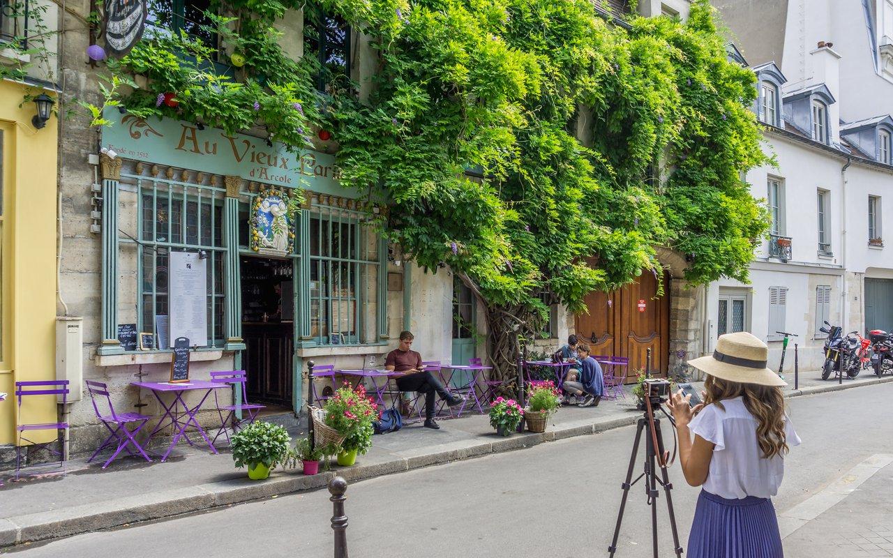 AWAYN IMAGE Exterior of Au Viuex Paris d'Arcole