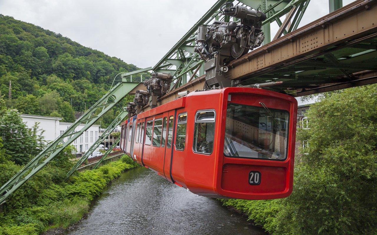 AWAYN IMAGE Schwebebahn Wuppertal