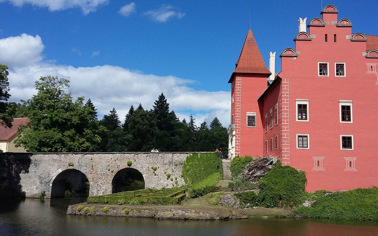 AWAYN IMAGE Spend a day to visit Červená Lhota Chateau