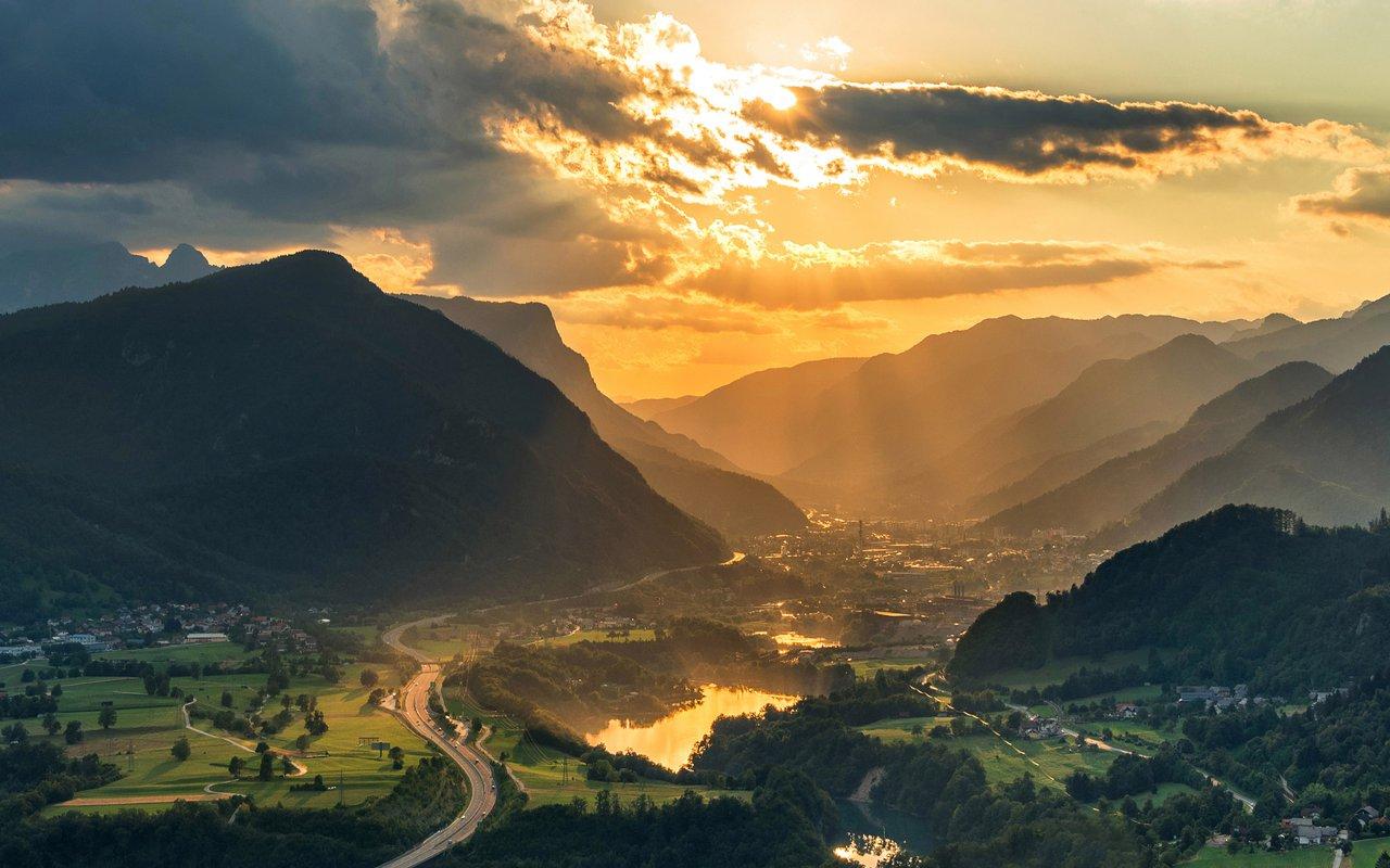 AWAYN IMAGE Hike up to Karavanke Mountains