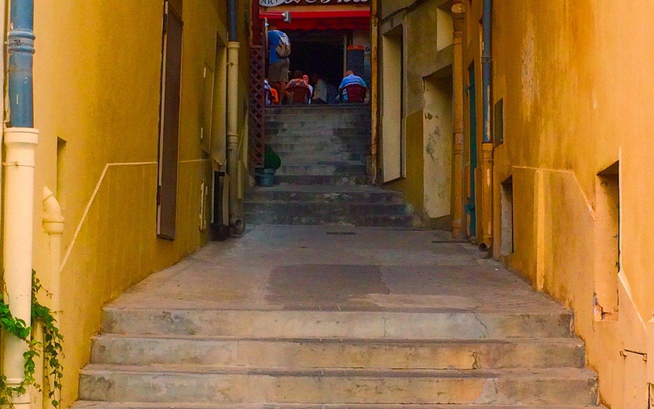 AWAYN IMAGE Walk around the Villefranche-sur-Mer streets