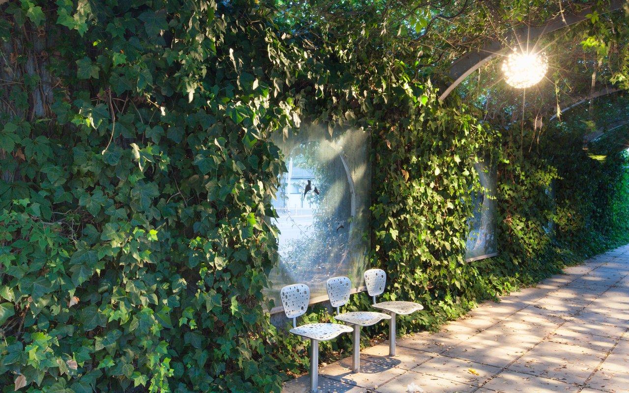 AWAYN IMAGE Walk down the Parc del Poblenou