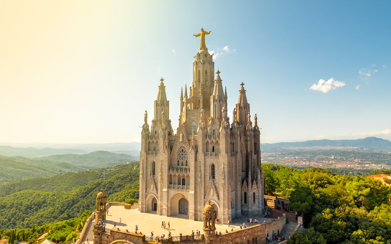 AWAYN IMAGE Drive up to Tibidabo mountain temple