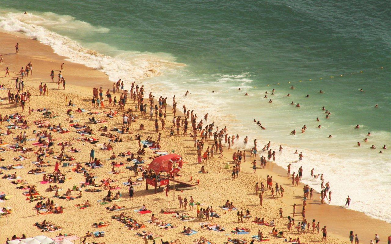 AWAYN IMAGE Swimn in Bogatell beach