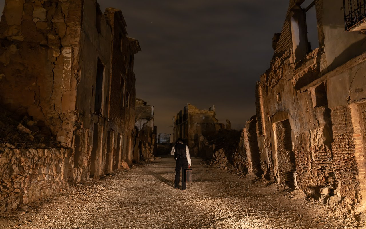AWAYN IMAGE Photograph the The Ruins of Belchite