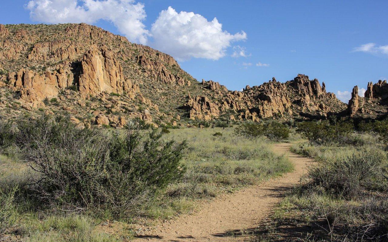 AWAYN IMAGE Hiking Grapevine Hills Trail