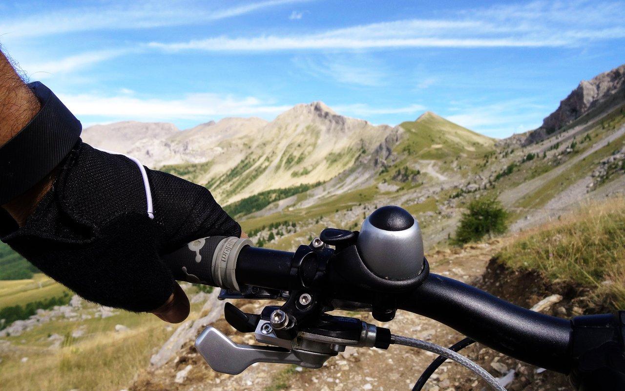 AWAYN IMAGE Mountain Biking to Barcelonnette