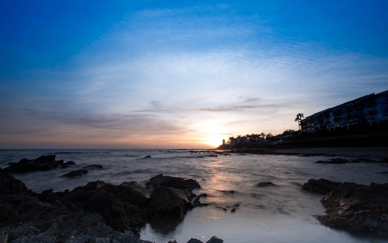 AWAYN IMAGE Catch a sunset by Cabopino beach
