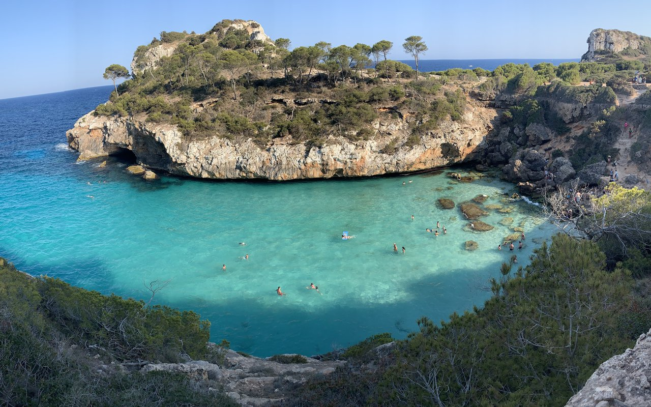 AWAYN IMAGE Explore the Caló des Moro