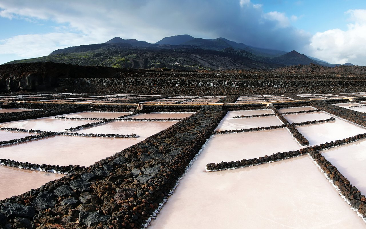 AWAYN IMAGE Explore the Salt fields of Fuencaliente