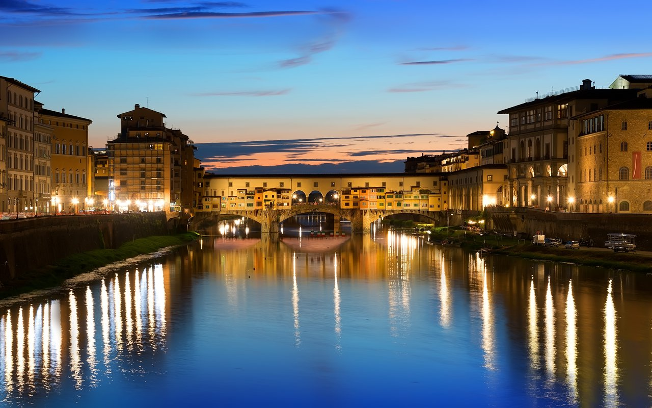 AWAYN IMAGE Walk around Ponte Vecchio Bridge
