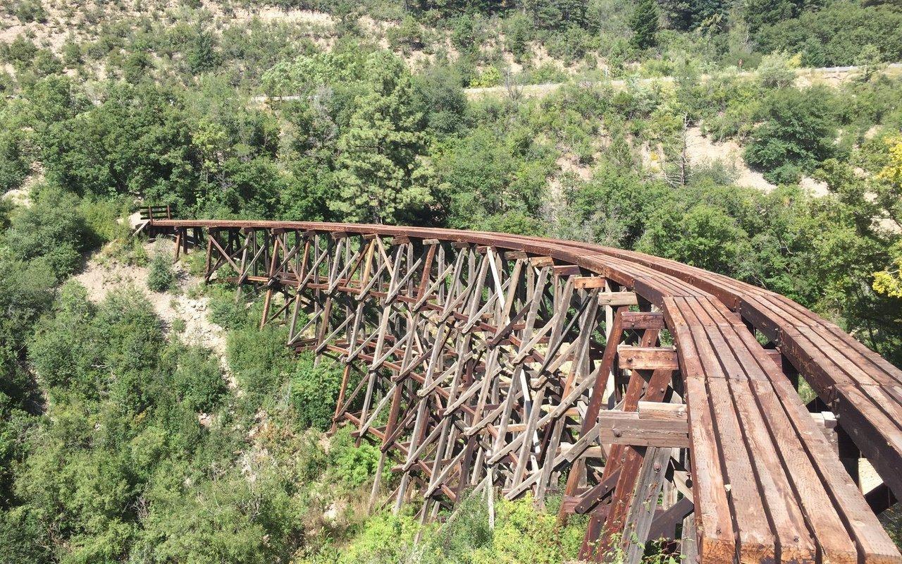 AWAYN IMAGE Hike Cloud Climbing Rail Trail- NM