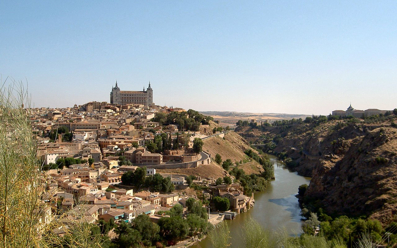 AWAYN IMAGE Wander around the beautiful Mirador del valle in Toledo