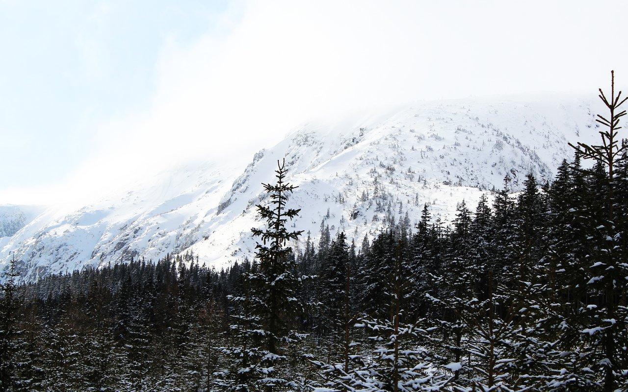 AWAYN IMAGE Skiing the Krkonosse ( AKA Ginat Mountains )