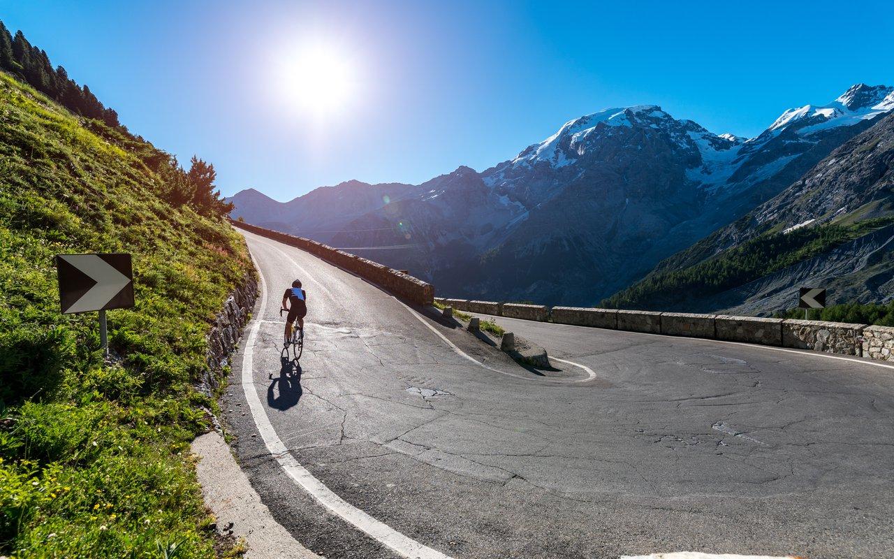 AWAYN IMAGE Passo Stelvio Biking