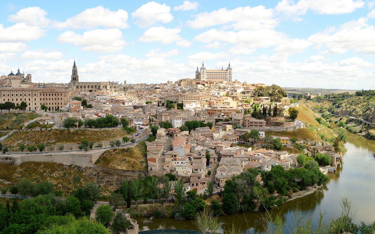 AWAYN IMAGE Wander around the beautiful Mirador del valle in Toledo