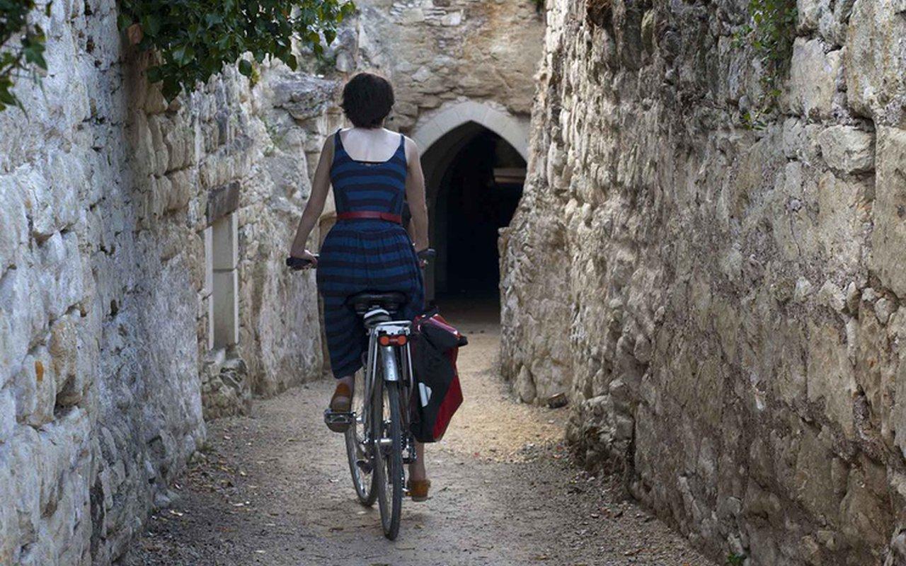 AWAYN IMAGE Biking in the Trail of Souzay Champigny