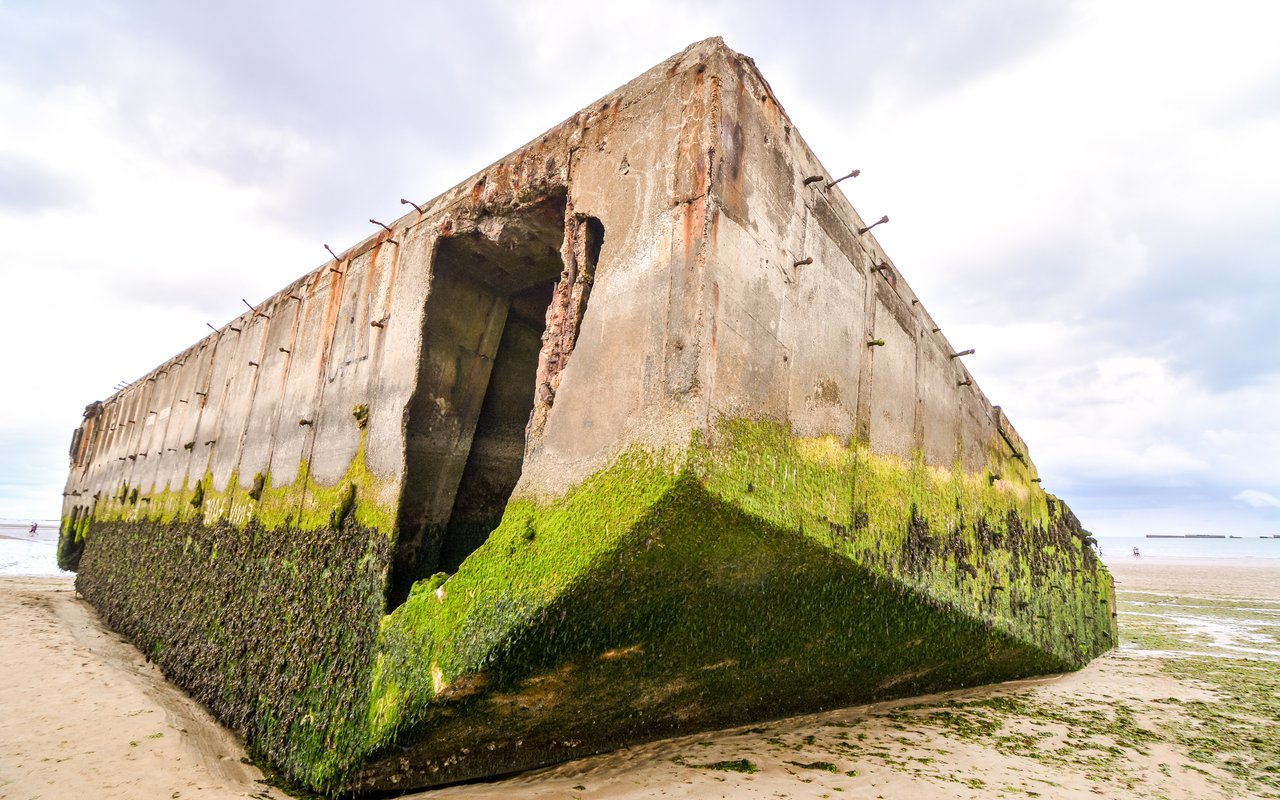 AWAYN IMAGE Mulberry harbour