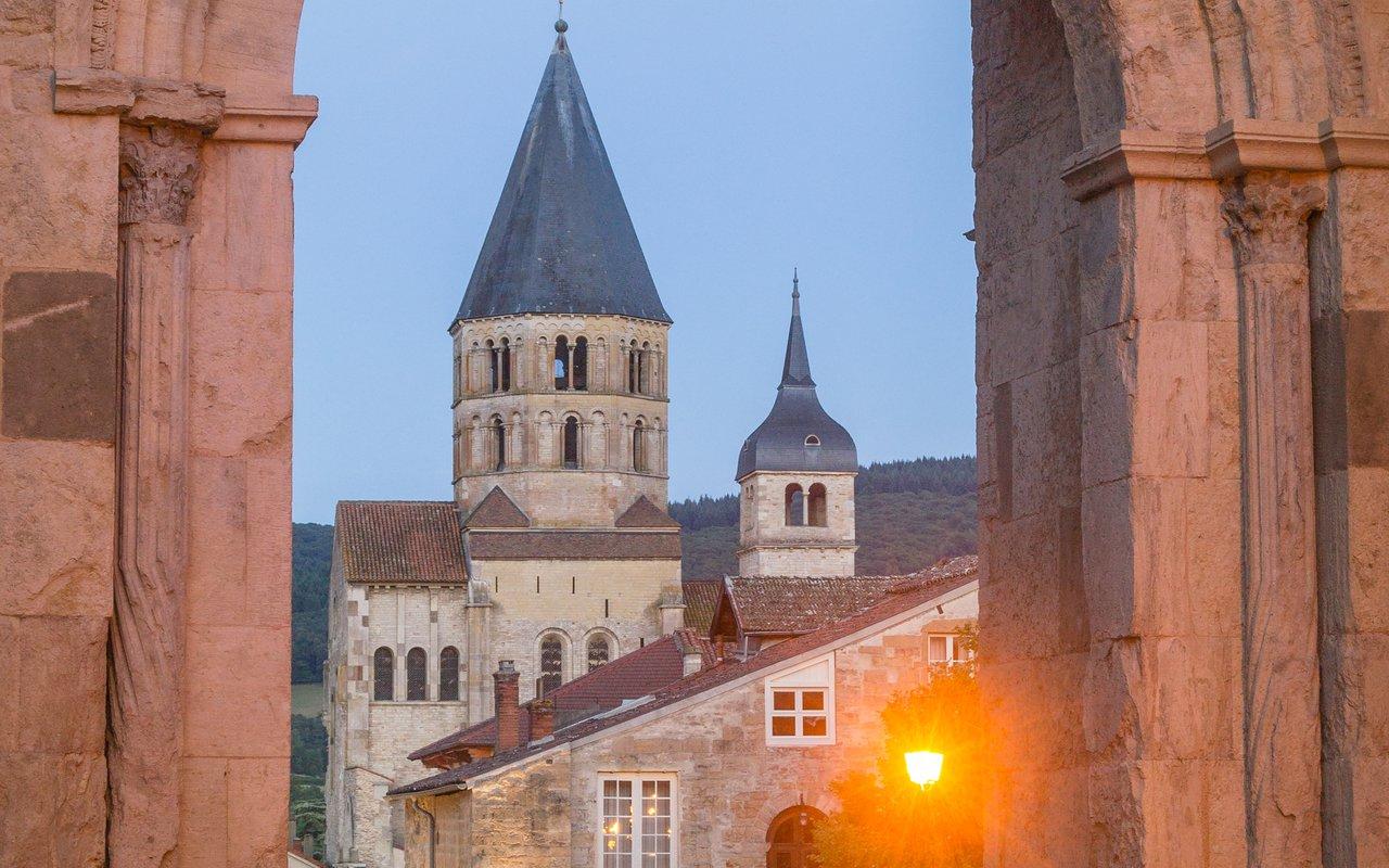AWAYN IMAGE Walk around Abbaye de Cluny