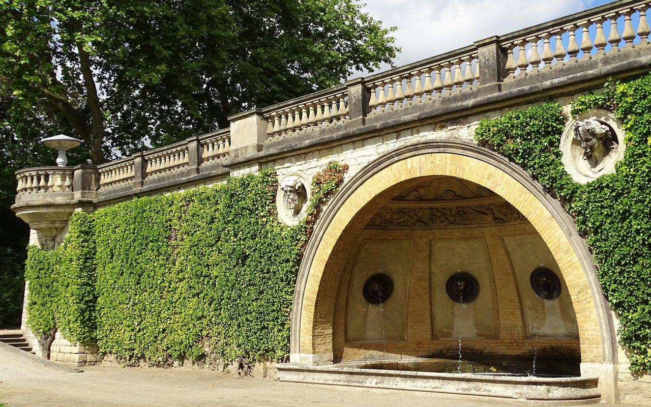 AWAYN IMAGE Picnic at Sanssouci Park