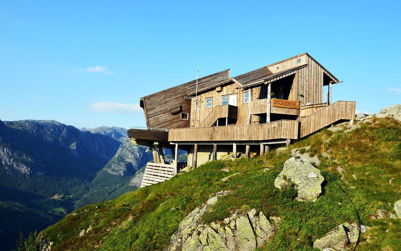 AWAYN IMAGE Lysefjord hike