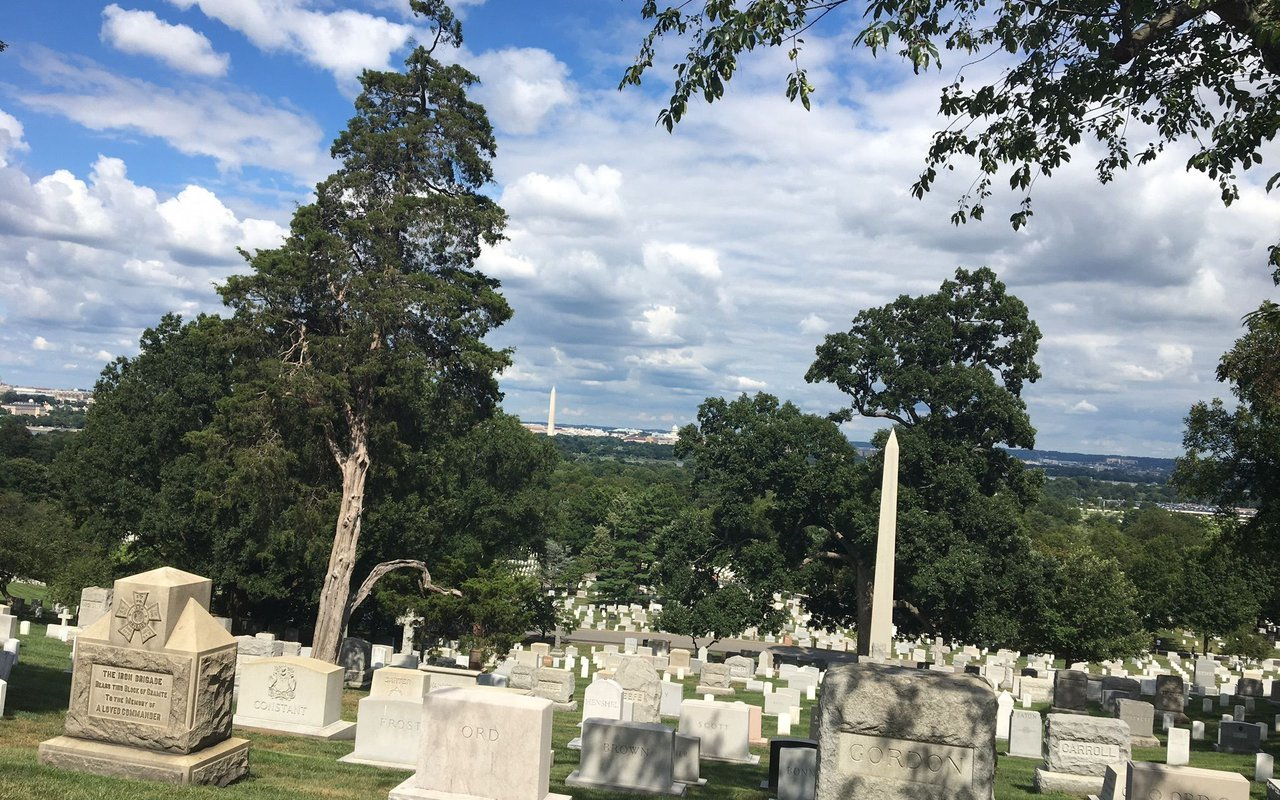 AWAYN IMAGE Walking Tour of Monuments and Memorials