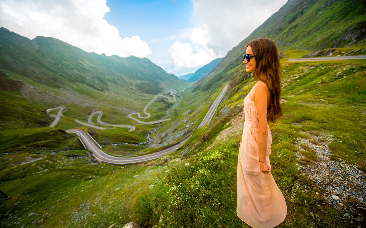 AWAYN IMAGE Climb for a view of Transfagarasan Highway