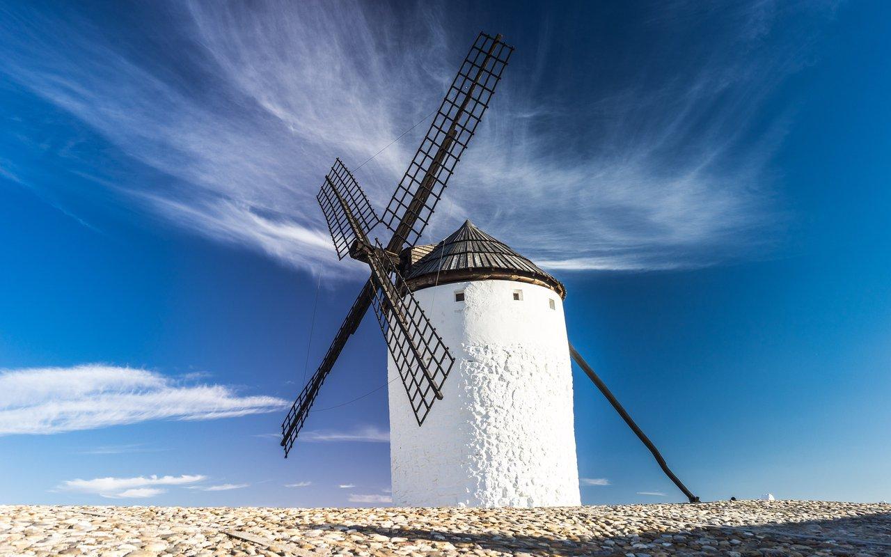 AWAYN IMAGE Consuegra The windmills of Don Quixote Hiking Trip