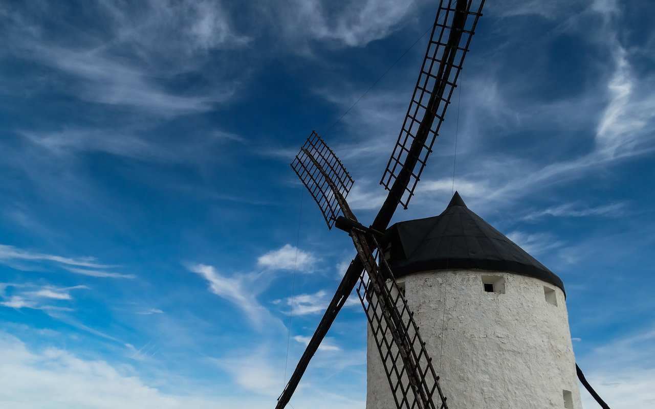 AWAYN IMAGE Consuegra The windmills of Don Quixote Hiking Trip