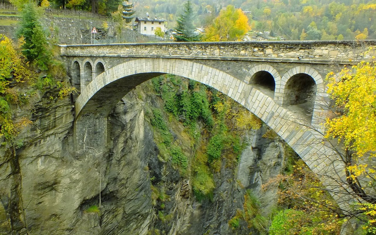 AWAYN IMAGE Hike to Aosta valley