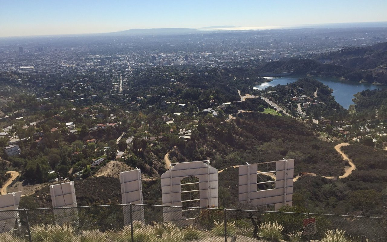 AWAYN IMAGE Hollywood Sign Hollyridge Trail