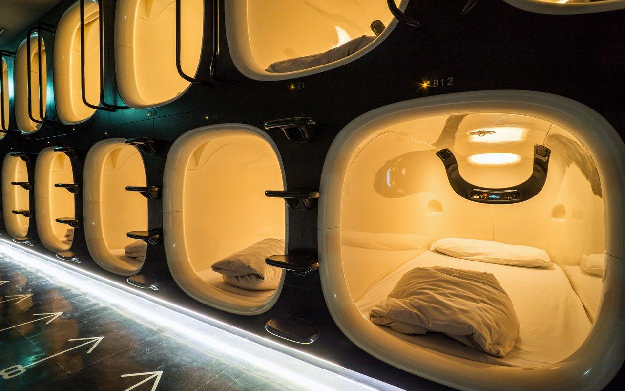 AWAYN IMAGE Experience Ninehours Kyoto Capsule Hotel Beds