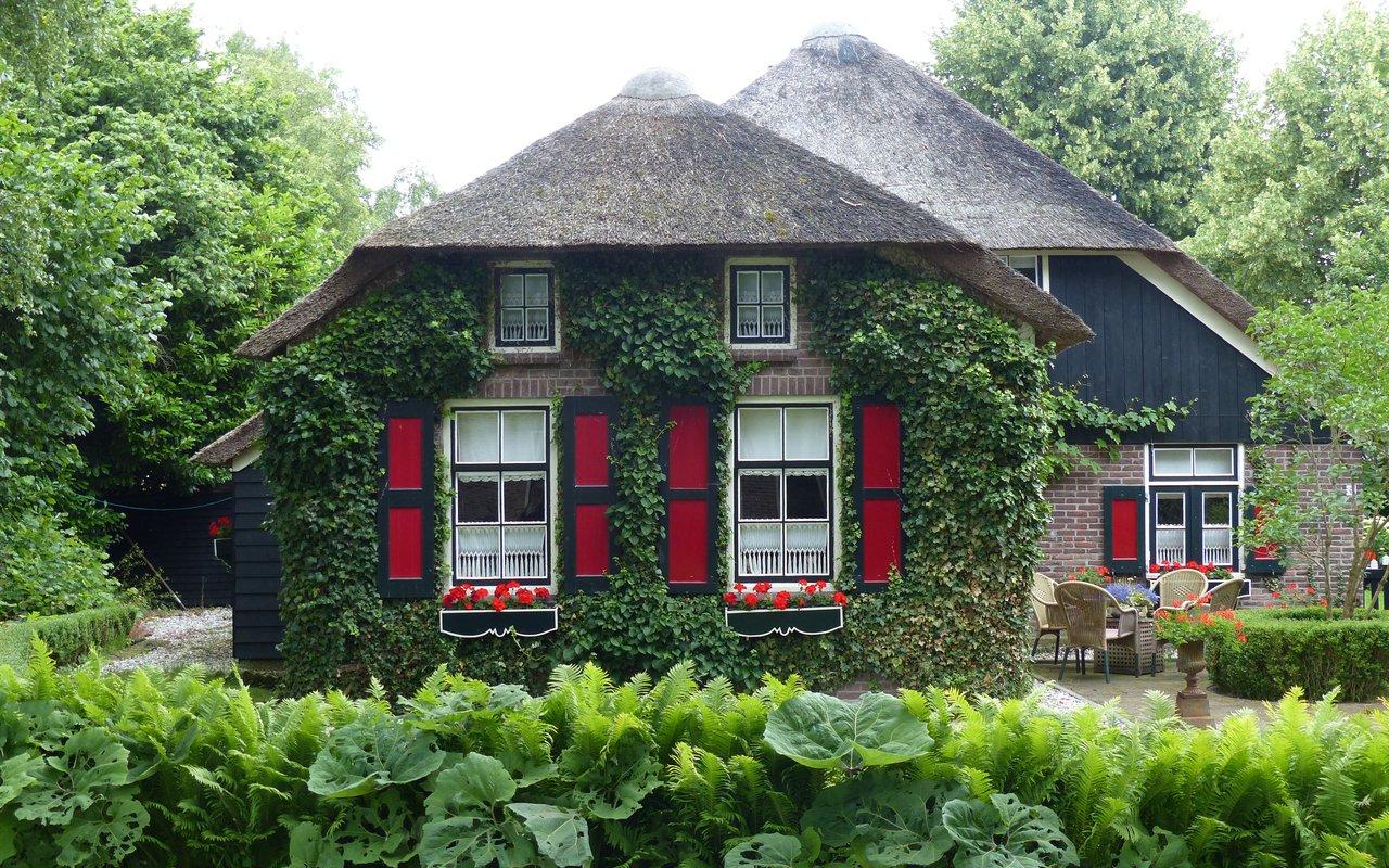 AWAYN IMAGE Giethoorn Village Netherlands⠀