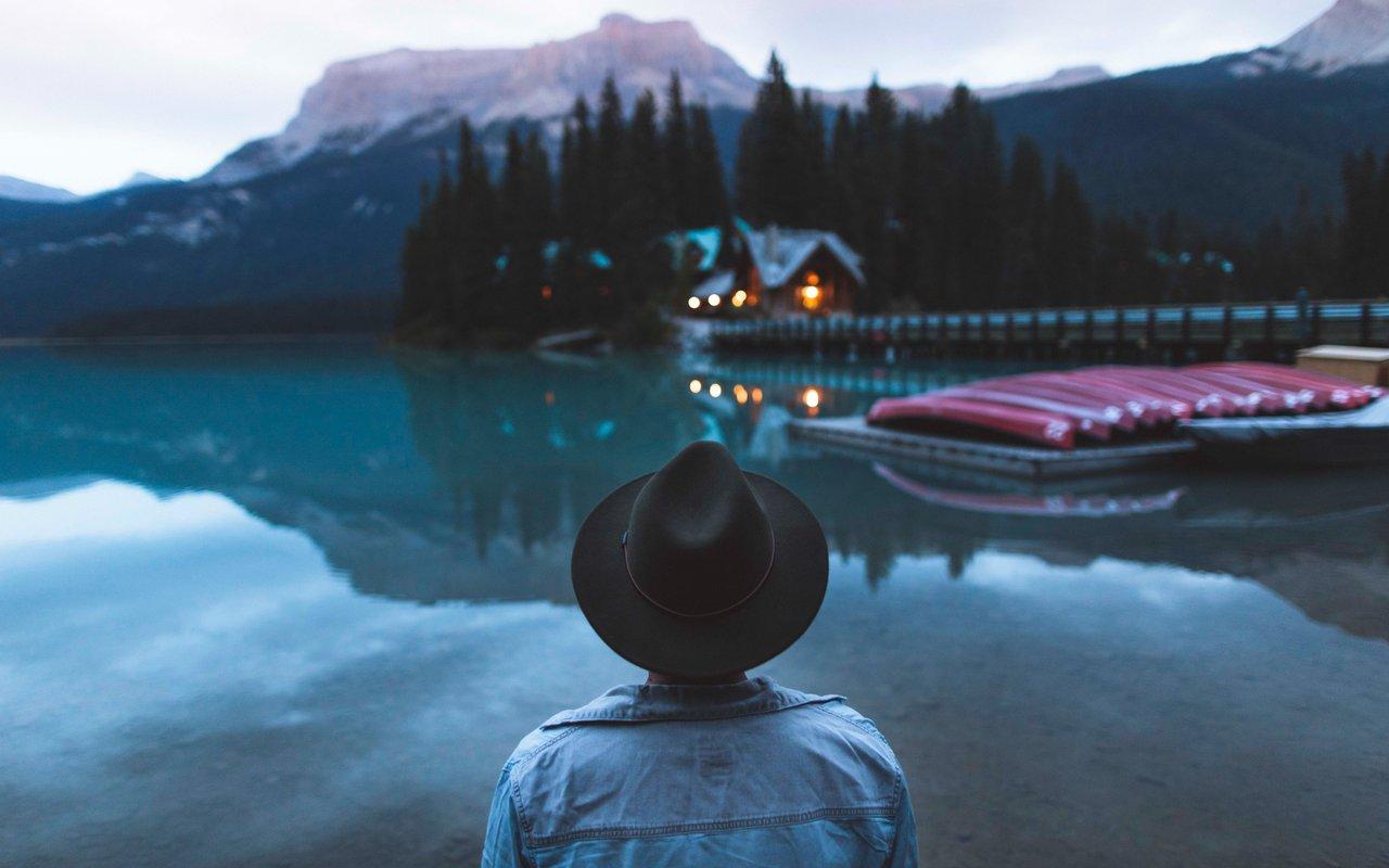 AWAYN IMAGE Winter Hike in Emerald Lake