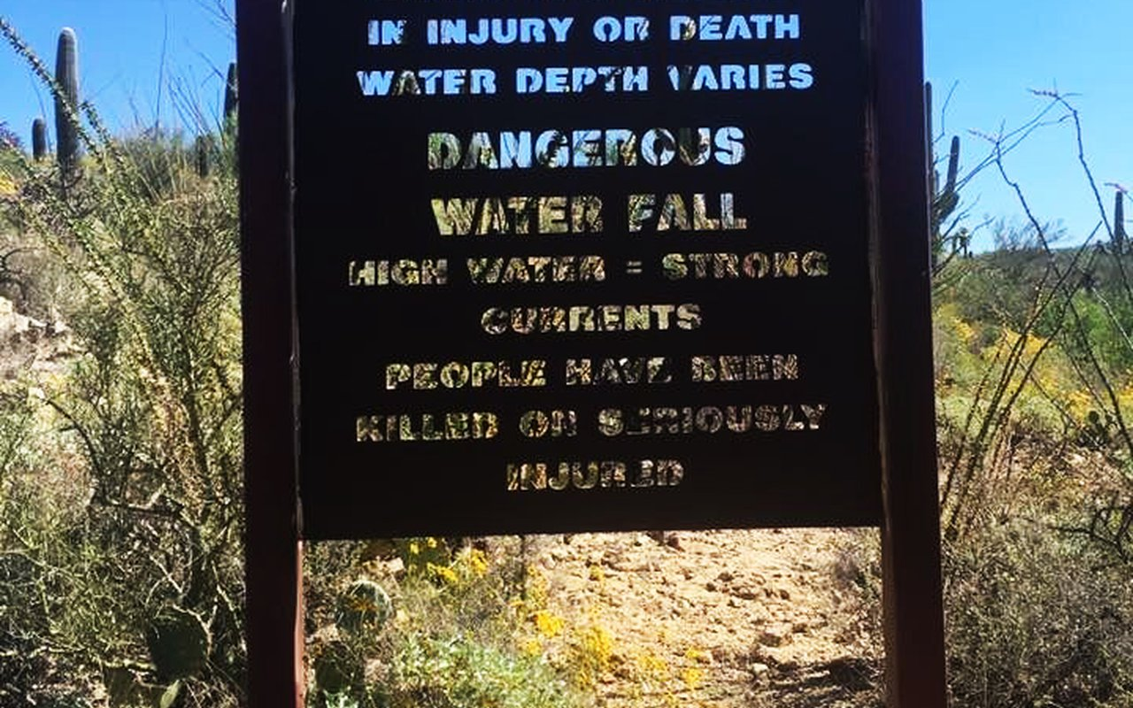 AWAYN IMAGE Hike in Tanque Verde Falls