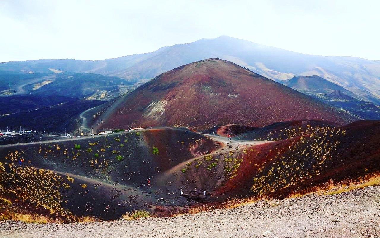 AWAYN IMAGE Hiking trip to Mount Etna
