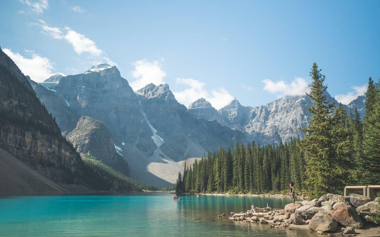 AWAYN IMAGE Moraine Lake (Lake Louise, Alberta)