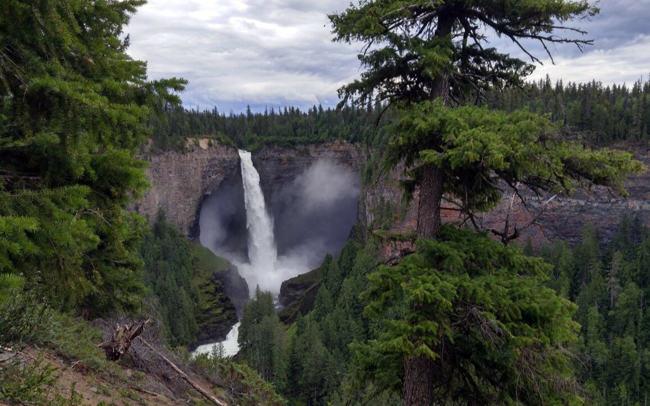 AWAYN IMAGE Backpack in the Helmcken Falls