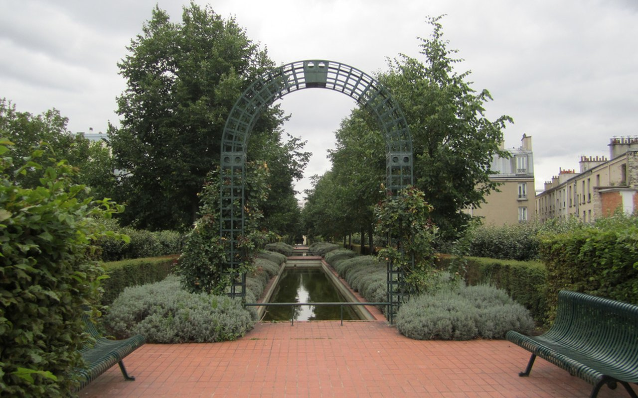 AWAYN IMAGE Walk on La promenade plantee